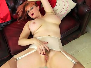 UK mature Janey fucks her hairy pussy with a lollipop