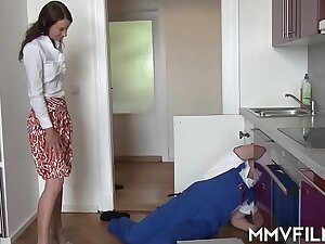 Quarantined housewife regrettable be advisable for a fuck